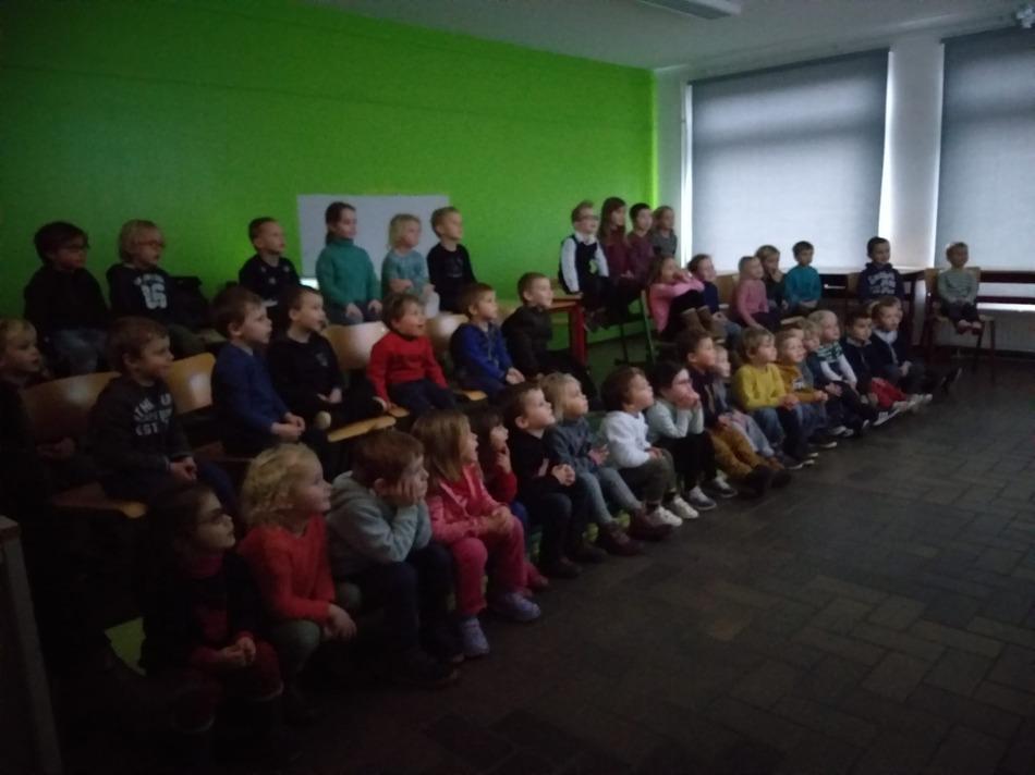 Petite séance cinéma, c'est la fête aujourd'hui à l'école !!!🎉🍭🍬🍫